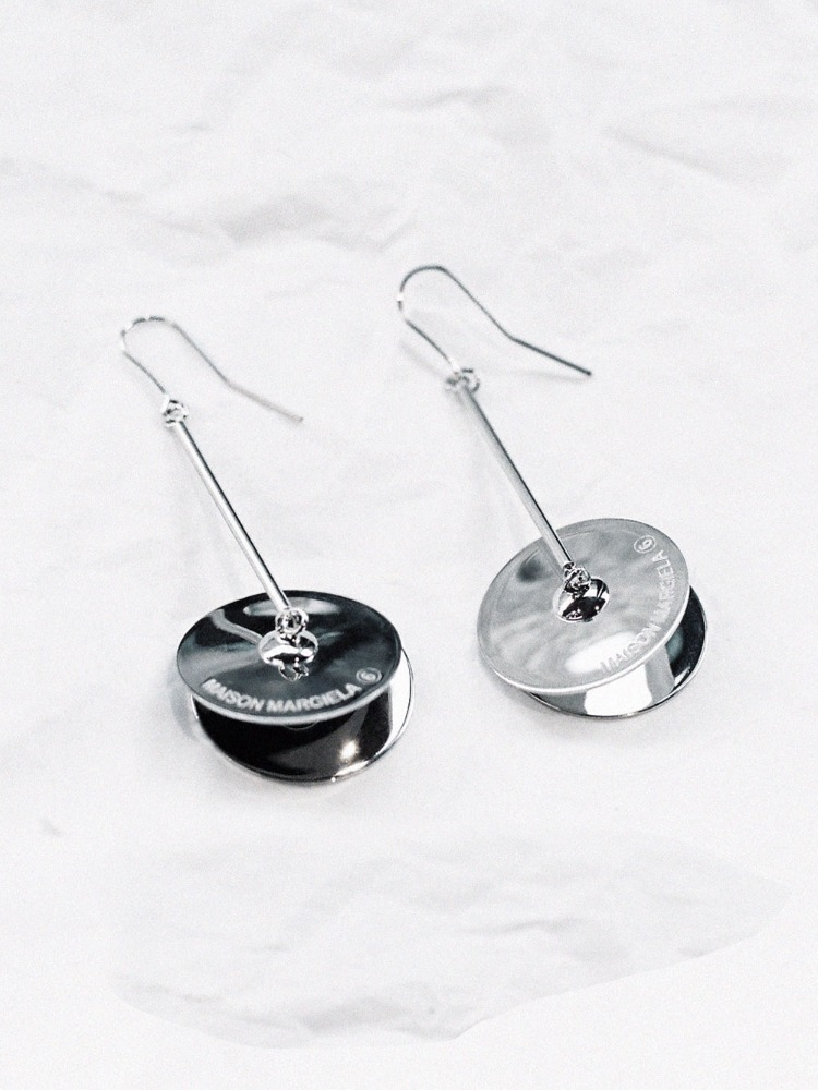 CYMBALS MOTIF EARRINGS - 아데쿠베