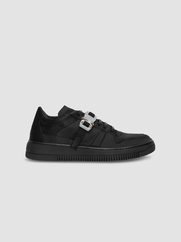 SATIN BUCKLE LOW TRAINER - 아데쿠베